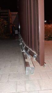 повреждение, требующее ремонт рамы откатных ворот