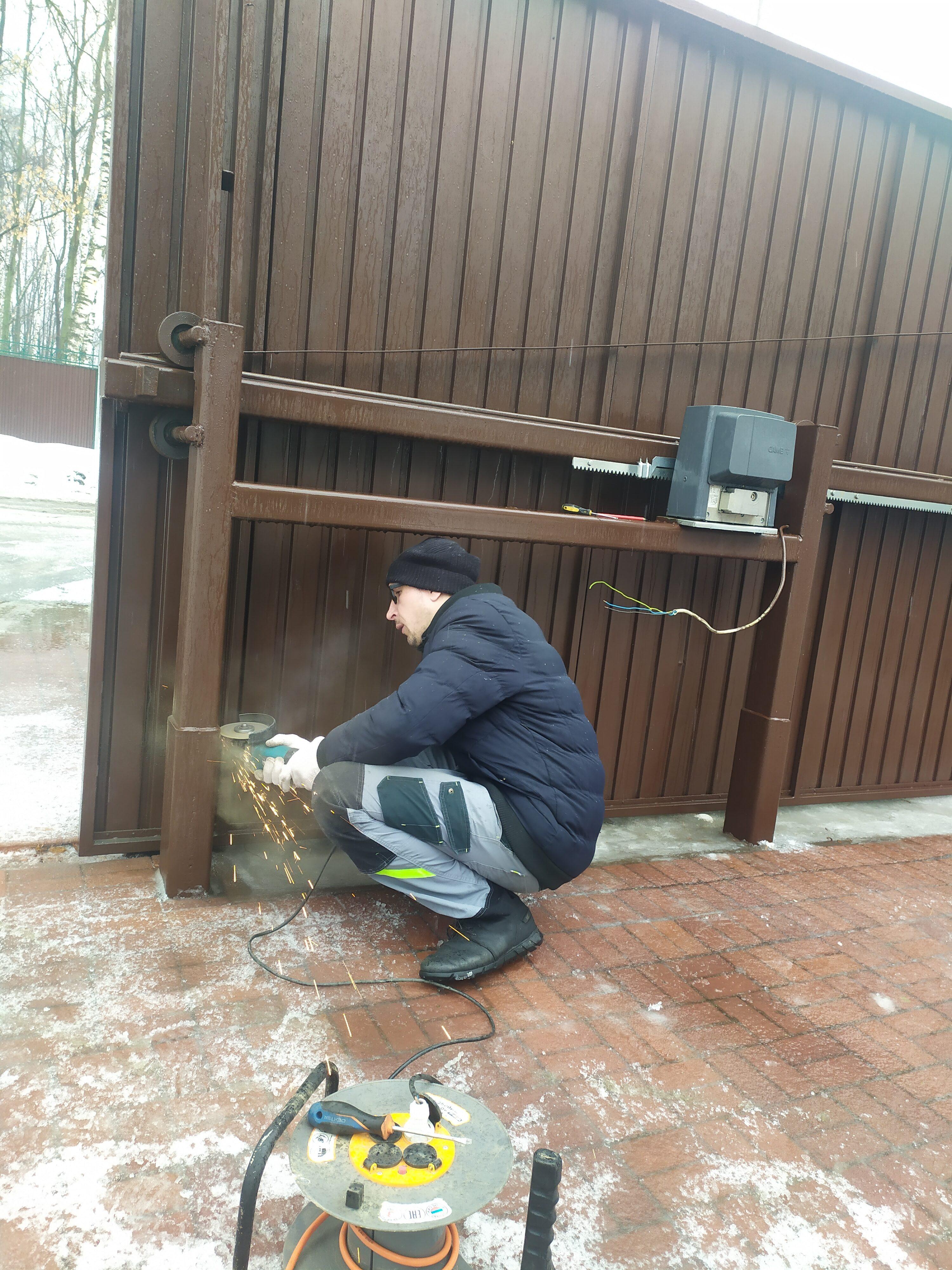слесарные работы по восстановлению откатных ворот