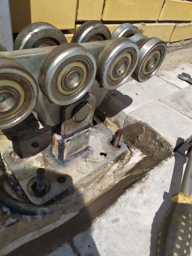 демонтаж роликов откатных ворот
