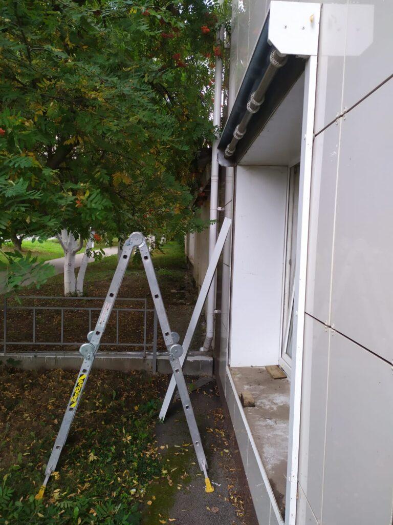 как ремонтировать рольставню окна со стремянки